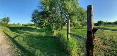 398 E SULLIVAN ST, Skidmore, TX 78389 - Photo 2