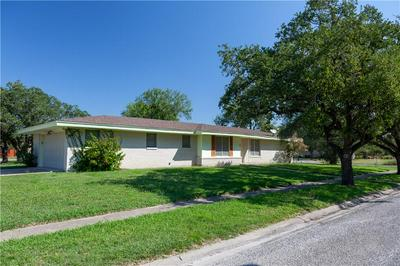 801 EDWARDS ST, Sinton, TX 78387 - Photo 2