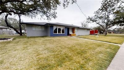800 STEMBRIDGE ST, Sinton, TX 78387 - Photo 2