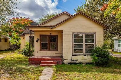214 W MAIN AVE, Robstown, TX 78380 - Photo 1