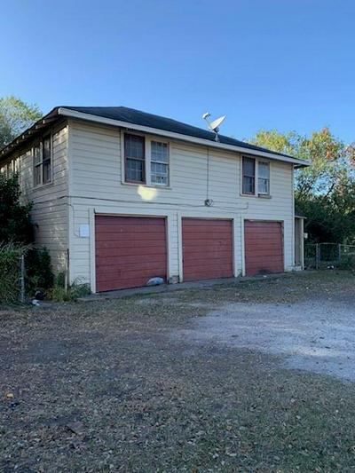 700 W SINTON ST, Sinton, TX 78387 - Photo 2