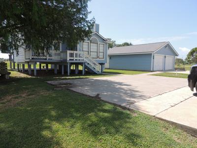 397 BAYVIEW DR, Palacios, TX 77465 - Photo 2