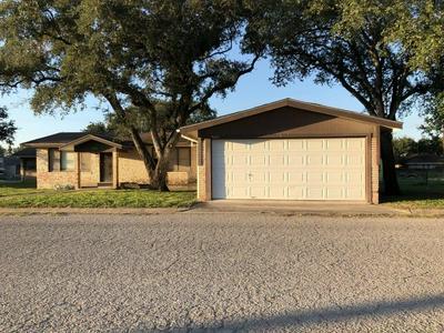502 HUMBLE ST, Freer, TX 78357 - Photo 1