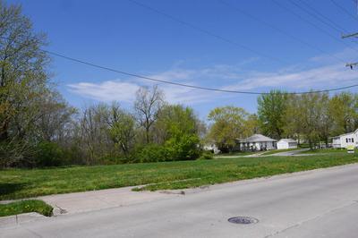 1131 EMERSON ST, Moberly, MO 65270 - Photo 1