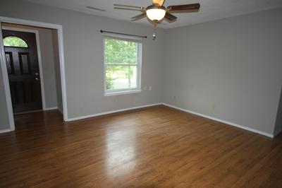 2315 GRANDVIEW CIR, COLUMBIA, MO 65203 - Photo 2