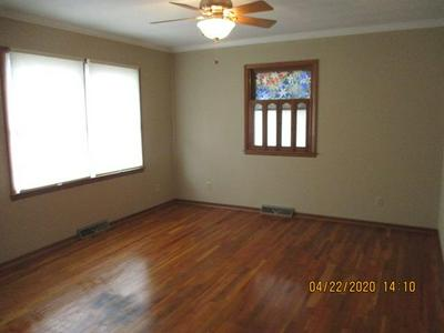 407 W MORGAN ST, BOONVILLE, MO 65233 - Photo 2