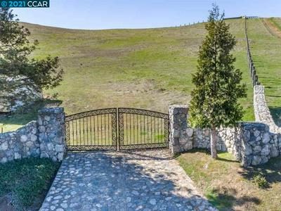 10 STORYBOOK LN, LIVERMORE, CA 94551 - Photo 2
