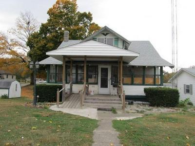 211 S JEFFERSON ST, Greenup, IL 62428 - Photo 1