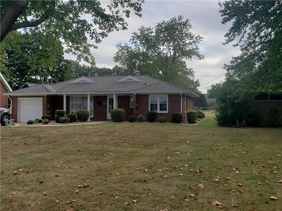 712 N CLEVELAND ST, Effingham, IL 62401 - Photo 1