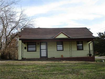 221 S WASHINGTON ST, Shelbyville, IL 62565 - Photo 1