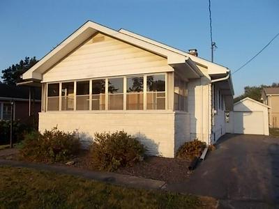 317 N MADISON ST, Taylorville, IL 62568 - Photo 1