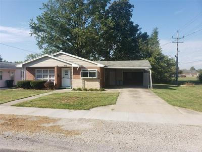 900 W SAINT LOUIS AVE, Effingham, IL 62401 - Photo 1