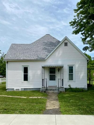 215 W AUXILLARY ST, Bethany, IL 61914 - Photo 1