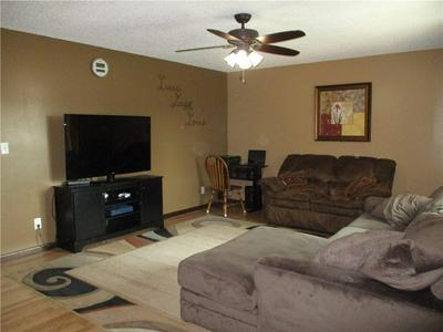 901 W NORTH 14TH ST, Shelbyville, IL 62565 - Photo 2