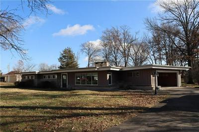 808 HICKORY HILL DR, Effingham, IL 62401 - Photo 2