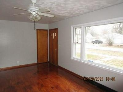 512 W HUNTER ST, Sullivan, IL 61951 - Photo 2