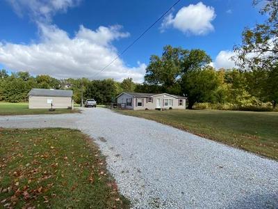6547 E CLARKSVILLE RD, Martinsville, IL 62442 - Photo 2