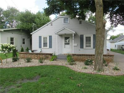 910 W FRANKLIN AVE, Effingham, IL 62401 - Photo 1