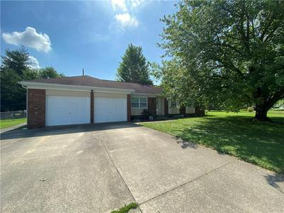402 N LINCOLN ST, Olney, IL 62450 - Photo 1