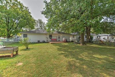 2216 YORKSHIRE DR, Decatur, IL 62526 - Photo 2
