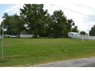 712 W JACKSON AVE, Altamont, IL 62411 - Photo 1