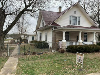 105 N RANDALL ST, MARTINSVILLE, IL 62442 - Photo 2