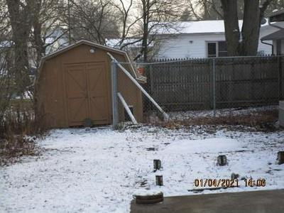 13 PARKWAY DR, Sullivan, IL 61951 - Photo 2