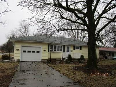 12 PARKWAY DR, SULLIVAN, IL 61951 - Photo 2