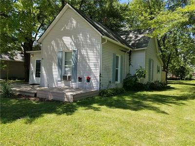 804 OAK ST, Marshall, IL 62441 - Photo 1