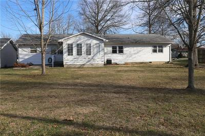 816 N WOOD ST, Shelbyville, IL 62565 - Photo 2