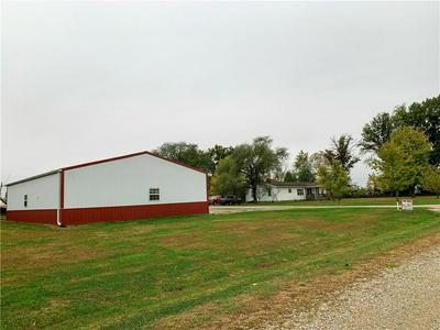 1907 E 550TH AVE, Oblong, IL 62449 - Photo 2