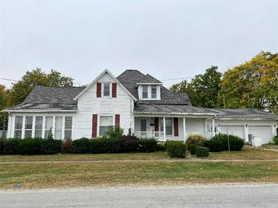 101 NW 2ND ST, Casey, IL 62420 - Photo 1