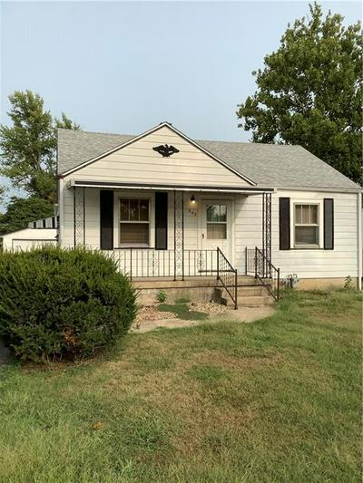 648 N HILLCREST BLVD, Decatur, IL 62522 - Photo 1