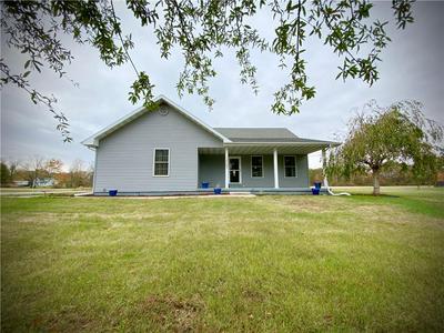 15597 N SANDERS LN, Marshall, IL 62441 - Photo 1