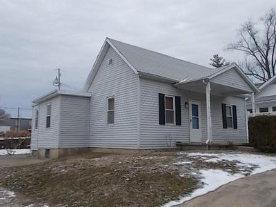 214 S WASHINGTON ST, SHELBYVILLE, IL 62565 - Photo 2