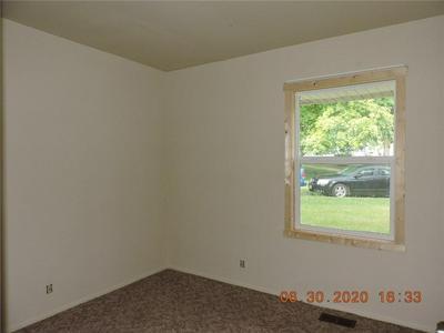 801 KNOLLCREST DR, Danville, IL 61832 - Photo 2