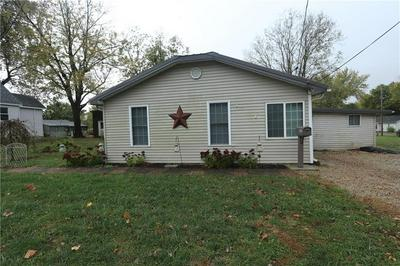 912 W SOUTH 8TH ST, Shelbyville, IL 62565 - Photo 2