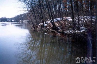 26 MARE HAVEN CT, North Brunswick, NJ 08902 - Photo 2