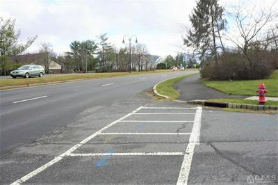 8 MONTCLAIR CT, East Brunswick, NJ 08816 - Photo 2