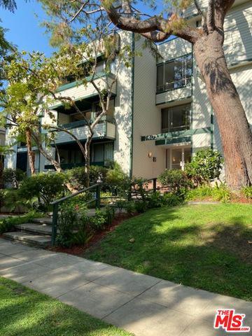 403 N OAKHURST DR APT 202, Beverly Hills, CA 90210 - Photo 1