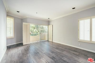 410 N OAKHURST DR APT 202, Beverly Hills, CA 90210 - Photo 2