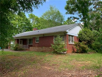 4710 1ST ST NW, Hickory, NC 28601 - Photo 2