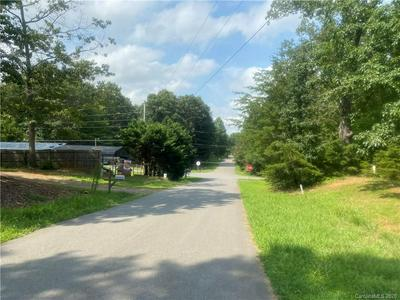 120 LANSDALE AVE, Lincolnton, NC 28092 - Photo 2