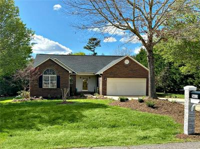 5613 CREEK POINT DR, HICKORY, NC 28601 - Photo 1