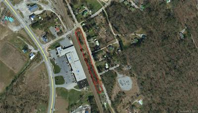 158 S OLD ASHEVILLE RD, Hendersonville, NC 28791 - Photo 2