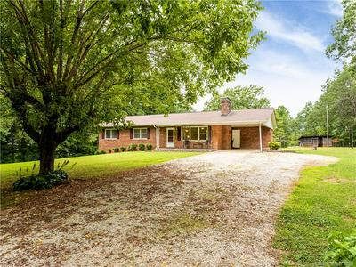 121 PINE HILL DR, Marion, NC 28752 - Photo 2