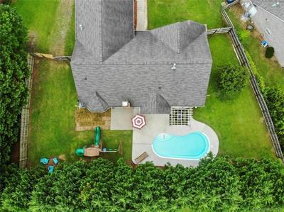 8431 QUAIL HOLLOW DR, Harrisburg, NC 28075 - Photo 2