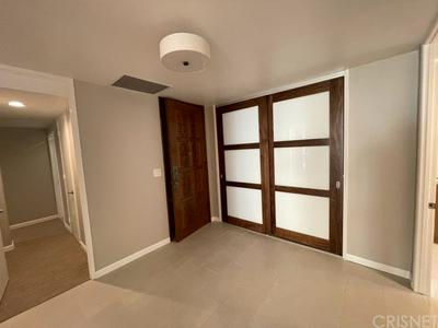 318 N MAPLE DR UNIT 302, Beverly Hills, CA 90210 - Photo 2
