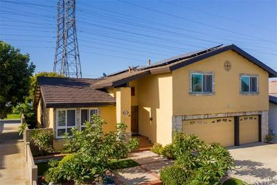8841 CRESCENT DR, Huntington Beach, CA 92646 - Photo 2