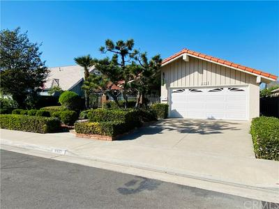 9621 ZETLAND DR, Huntington Beach, CA 92646 - Photo 2